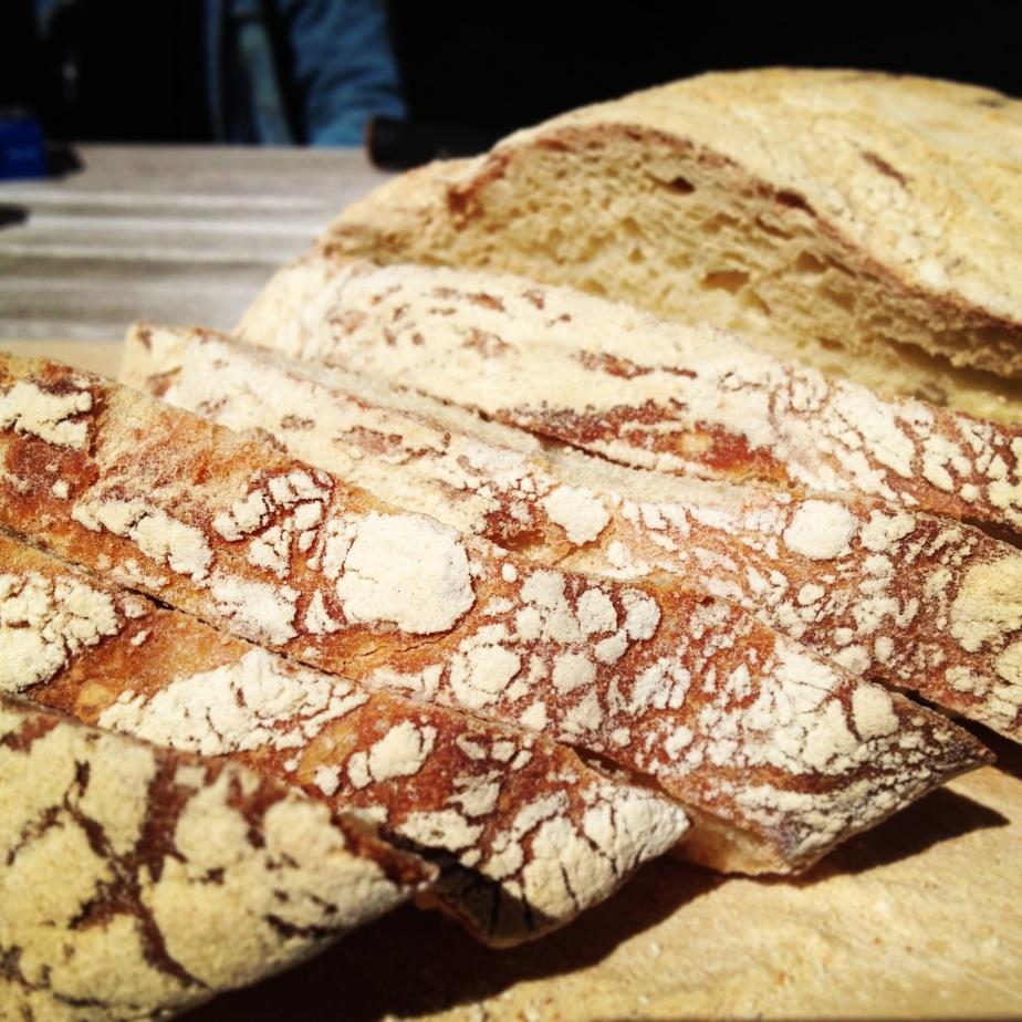 Koldhævet brød med yoghurt og honning