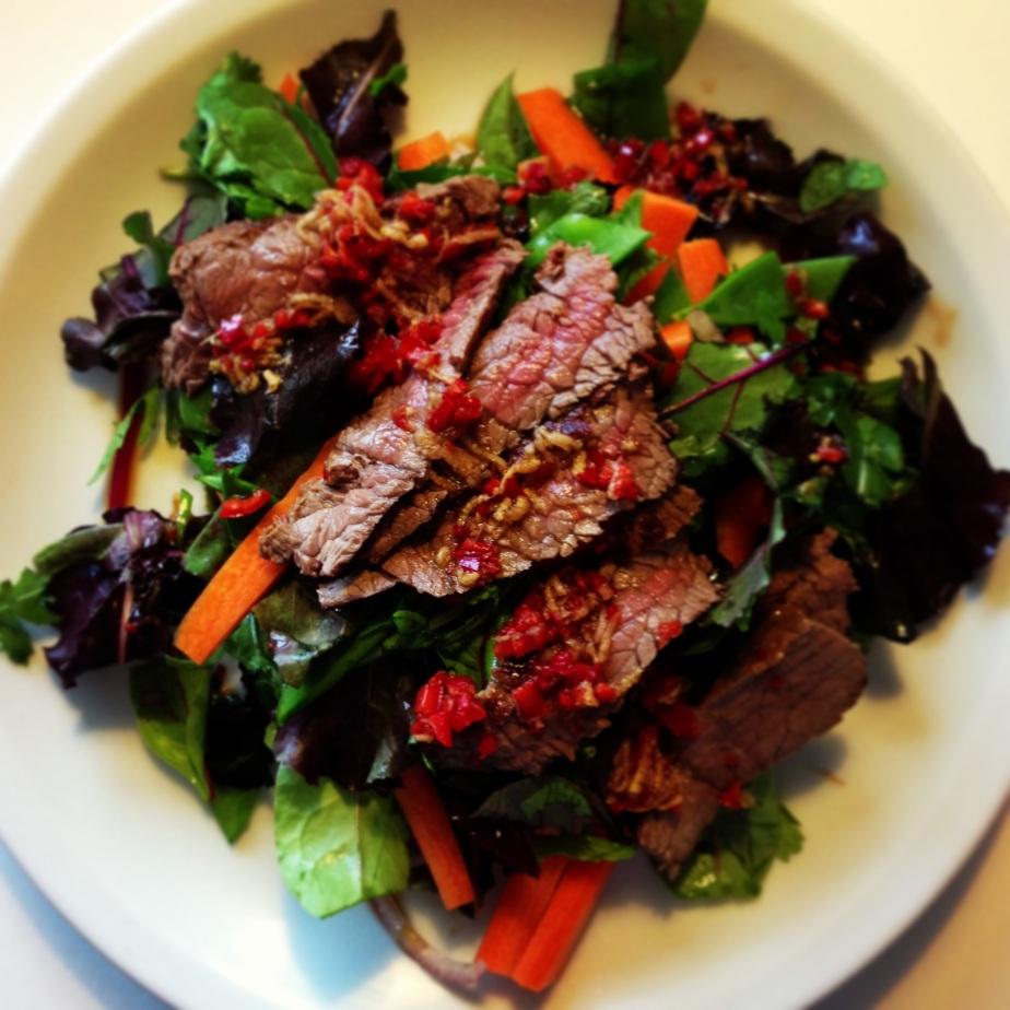 Thaisalat med oksekød